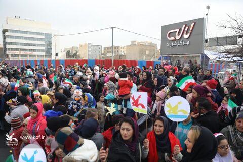 شادپیمایی عروسک های غول پیکر در کرج
