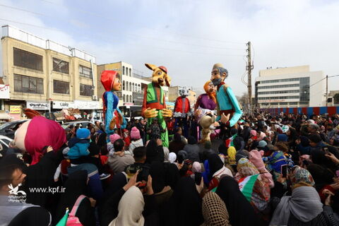 شادپیمایی عروسکهای غولپیکر در استان البرز