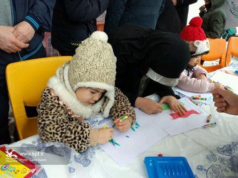 غرفهی کانون استان زنجان میزبان کودکان و نوجوانان در راهپیمایی ۲۲ بهمن
