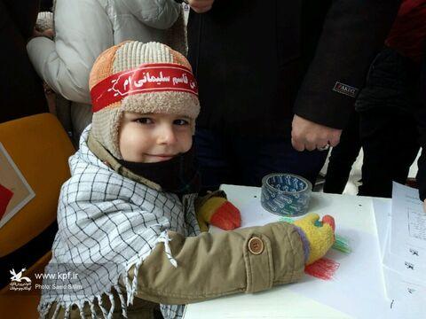 غرفه ی کانون استان زنجان میزبان کودکان و نوجوانان در راهپیمایی ۲۲ بهمن
