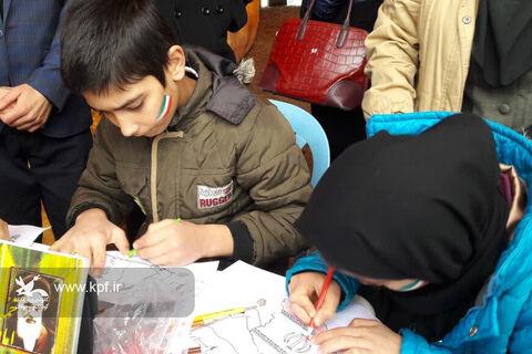 ایستگاه نقاشی کودک ونوجوان در مسیر راهپیمایی 22 بهمن
