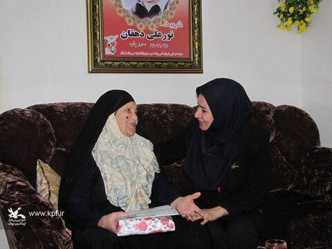 دیدار مدیرکل کانون پرورش فکری گلستان با مادران گرانقدر شهدا