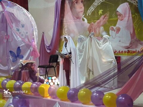 ویژه برنامه جشن تکلیف  ۵۰۰ دانش آموز دختر توسط کانون پرورش فکری داران برگزار شد