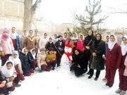 اعضا و مربیان کانون نمین در جشنوارهی زمستان بیدار، آدمبرفی درست کردند