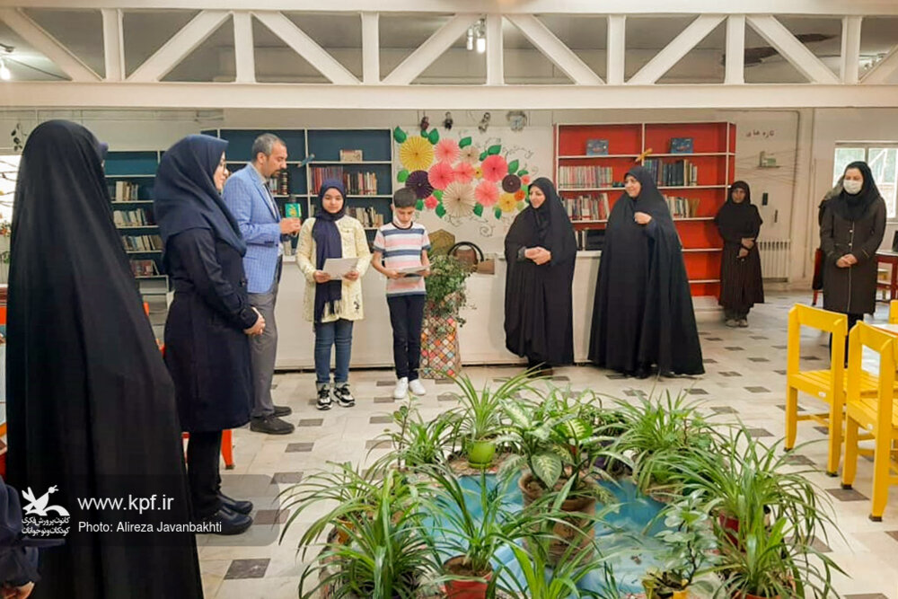 با حضور عوامل اجرایی برنامه تلویزیونی «جمعه ظهور» از برگزیدگان مسابقه «امام آرزوها، تولدت مبارک» تجلیل شد