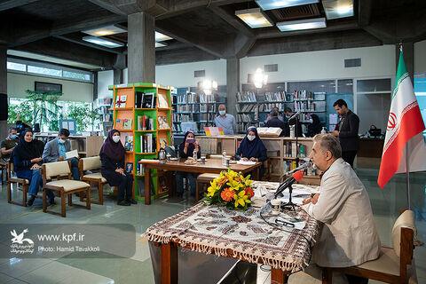 نشست رسانهی مجازی دبیر جایزه ماه و سال کتاب کودک و نوجوان