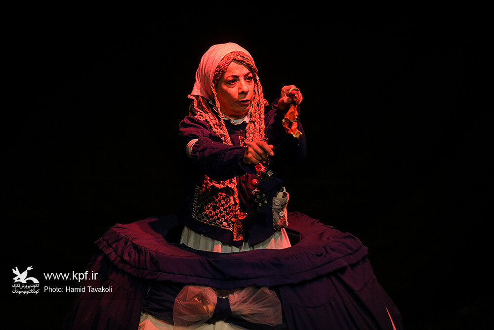 """Performing """"My Imaginary World"""" in Kanoon Theater Center"""
