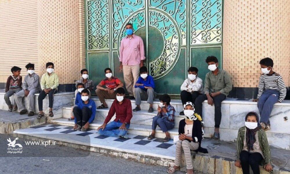از توزیع ماسک بین بچههای روستا با کمک خیرین تا فعالیت فرهنگی