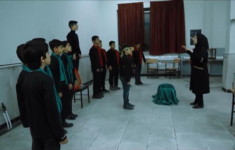 سرود نمایش «شهر شقایق» با اجرای نوجوانان انجمن سرود کانون گلستان