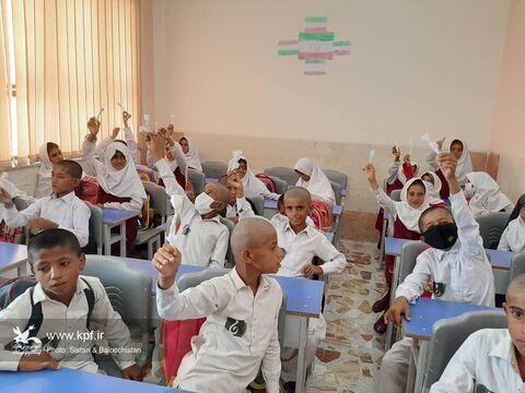 اجرای برنامه و تجهیز کتابخانهی مدرسهی روستای جَنگارَک در چابهار