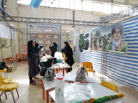 آمادهسازی غرفه کانون پرورش فکری استان کرمانشاه در نمایشگاه چهلمین سالگرد دفاع مقدس