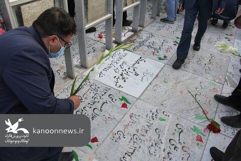 غبارروبی و عطرافشانی مزار شهدای خواجه ربیع مشهد