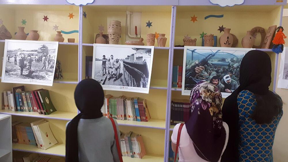 برپایی نمایشگاه عکس و کتاب به مناسبت گرامیداشت هفته دفاع مقدس در کانون نیر