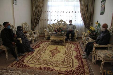 گزارش تصویری دیدار مدیرکل کانون استان با خانواده شهدا به مناسبت هفته دفاع مقدس