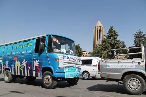 اولین روز از هفته ملی کودک با رژه خودروهای کتابخانه سیار همدان
