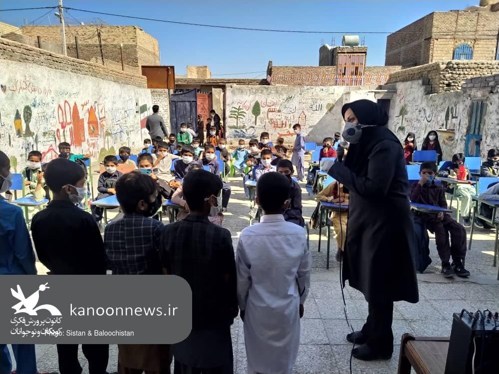 «شادی» هدیهی واحد سیار شهری زاهدان به کودکان حاشیه شهر