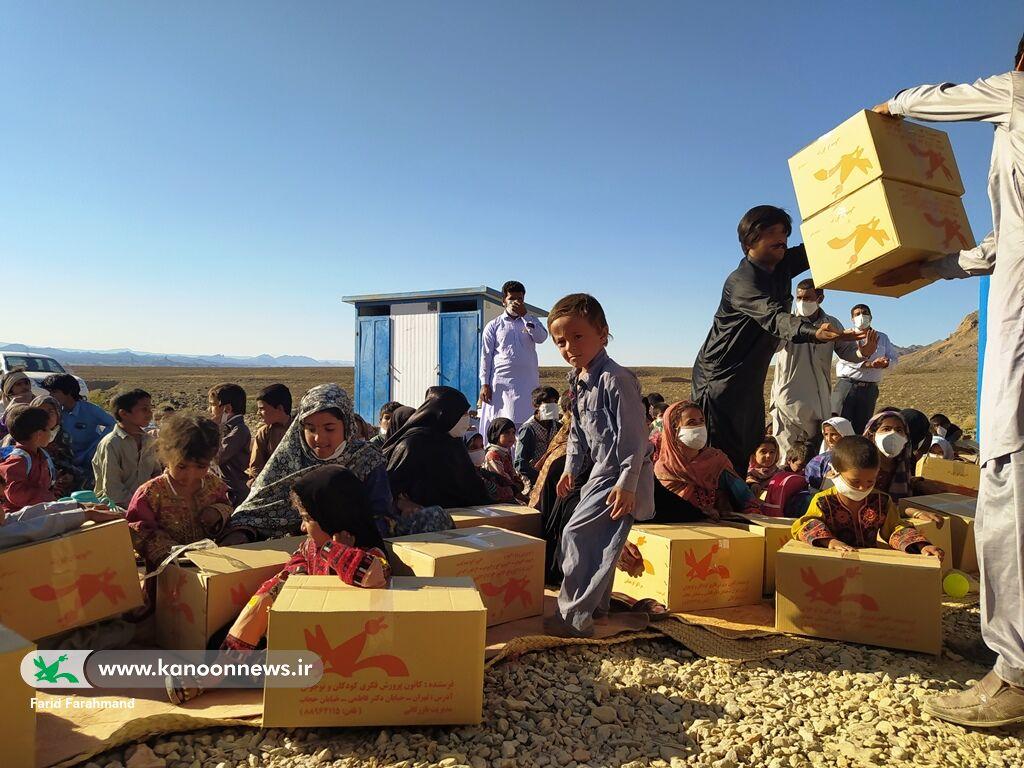 نذر فرهنگی در قالب پویش لبخند مهر و امید برای کودکان و نوجوانان روستای گواتامک(سیستان و بلوچستان)