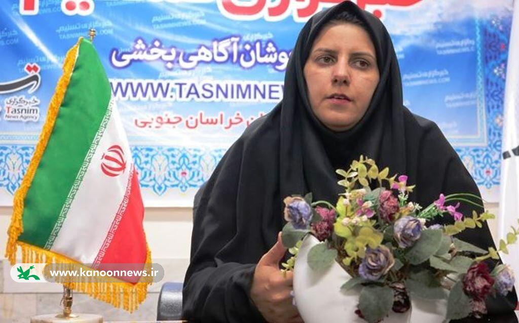 گفتگوی نویسنده و رییس شورای شهر نهبندان  با اعضای کانون