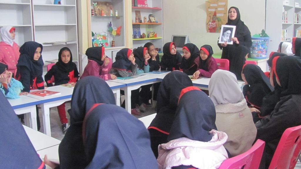 معرفي شخصيت امام خميني(ره) در مراکز فرهنگيهنري استان سيستان و بلوچستان