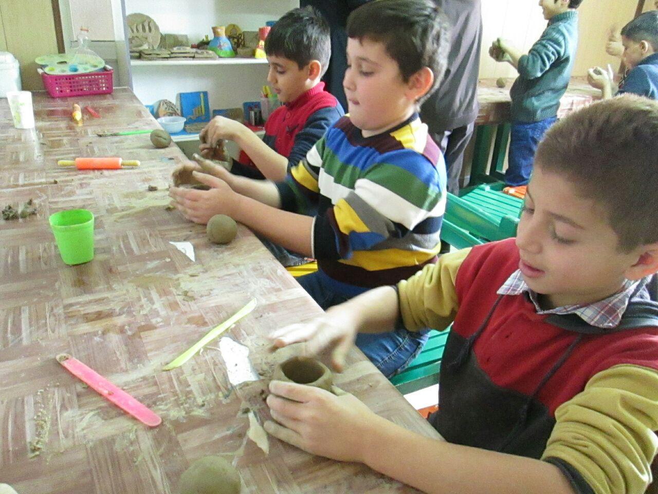 سفر دانشآموزان به شهرهاي باستاني در کارگاه سفالگري