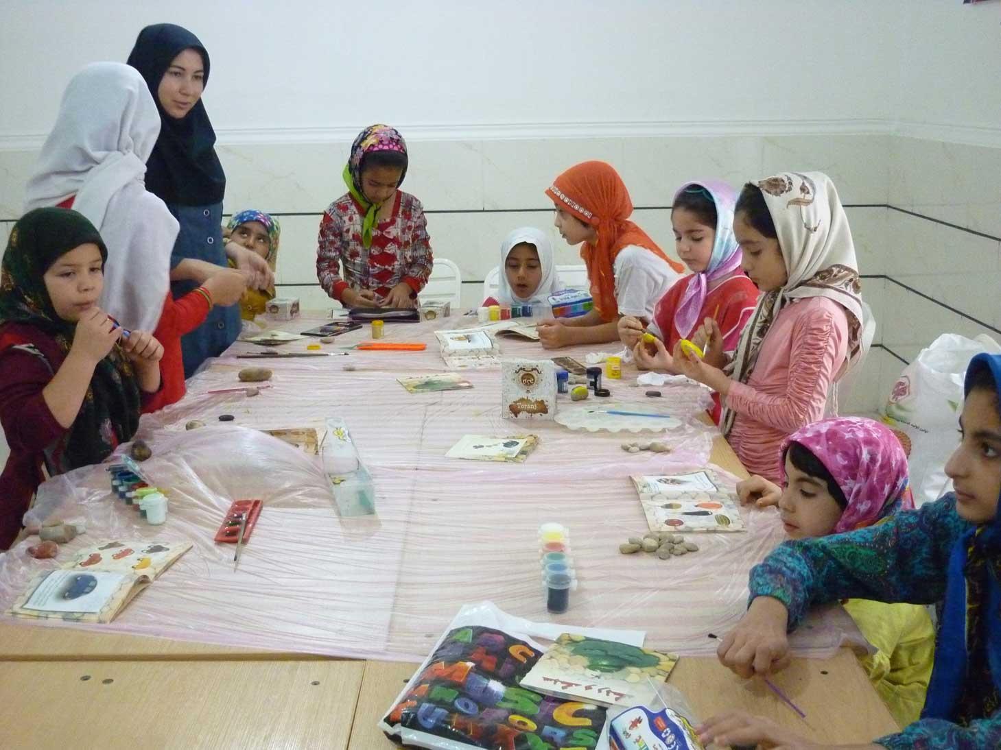 دعوت از بچهها برای حضور در کارگاه نقاشی، صنایع دستی و قصهگویی
