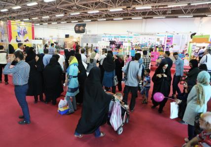 بازدید مدیرعامل کانون از نمایشگاه نوشتافزارهای ایرانیاسلامی