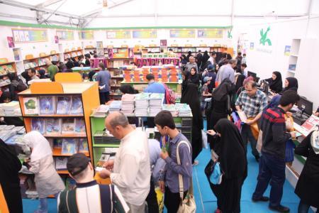 استقبال از غرفه کانون در دومین روز  نمایشگاه کتاب تهران