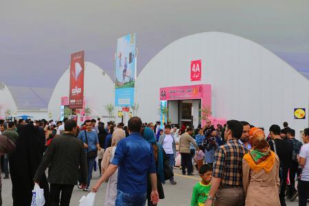 استقبال مخاطبان از  غرفه کانون در نمایشگاه بینالمللی کتاب تهران