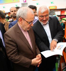 بازدید وزیر آموزش و پرورش از غرفه کانون در نمایشگاه بینالمللی کتاب تهران