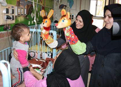 عیادت مدیر وکارکنان کانون لرستان از کودکان بیمار و اجرای برنامه های شاد