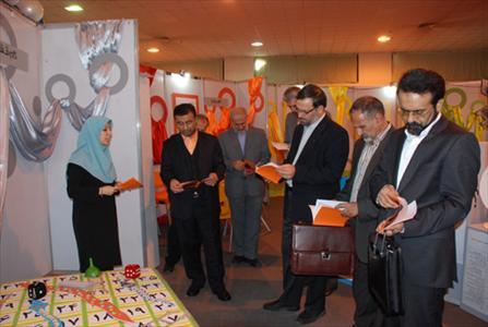 بازدید مدیر عامل از نمایشگاه جشنواره یک هفته با کانون تهران
