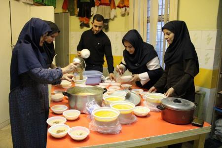 تهیه و فروش خوراک ایرانی توسط اعضا برای کمک به کودکان سیستان و بلوچستان