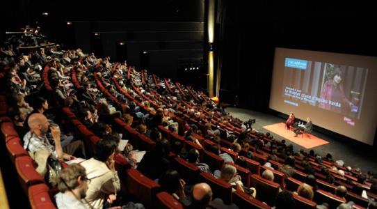 فیلمهای کانون روی پرده نقرهای پاریس نمایش داده میشود