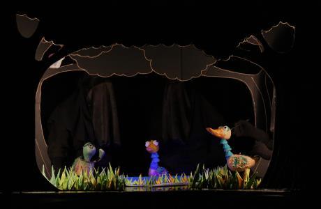 کودکان ایران نمایشهای برگزیده جشنواره عروسکی را تماشا میکنند