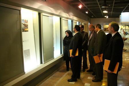 بازدید مدیر عامل از نمایشگاه عکسهای منتخب اعضای کانون و کودکان آلمانی
